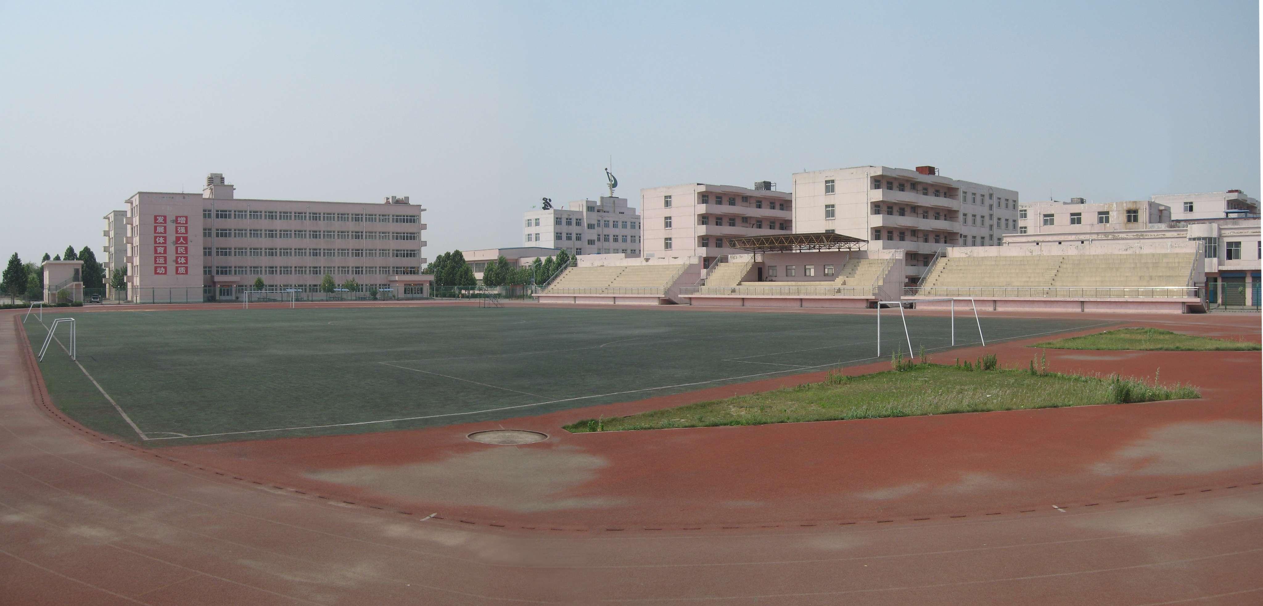 学校要建一个长100米宽50米的长方形操场,请按100分之1的比例尺画